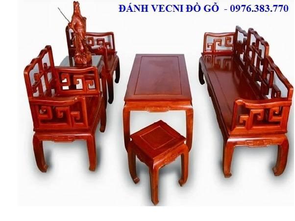 Sửa chữa đồ gỗ: Đánh vecni bàn ghế