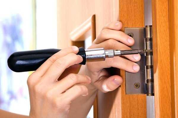 khắc phục các lỗi cửa gỗ
