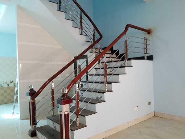 Sửa tay vịn cầu thang gỗ bị rung lắc