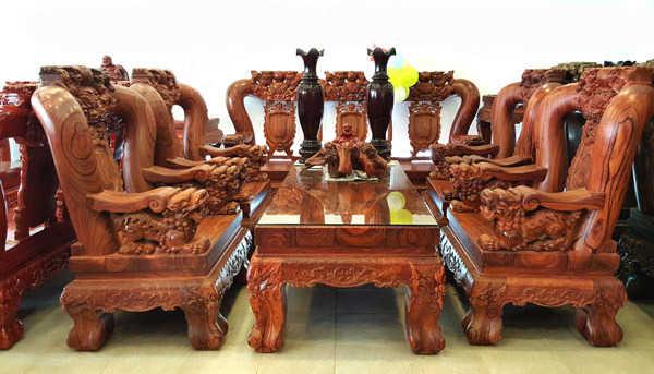 Bàn ghế làm từ gỗ trắc đỏ