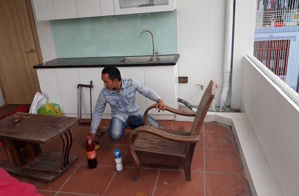 Cách lau chùi bàn ghế ố vàng đơn giản hiệu quả