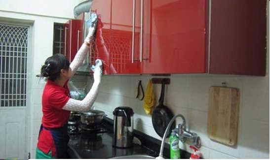 Cách vệ sinh khử mùi tủ bếp